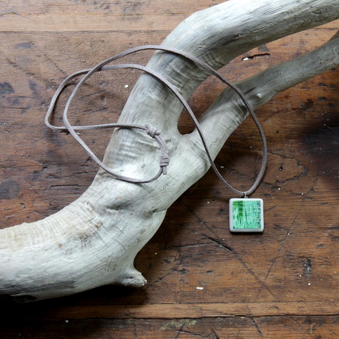Collier en suédine avec noeud coulissant ajustable de 80 cm à ras du cou